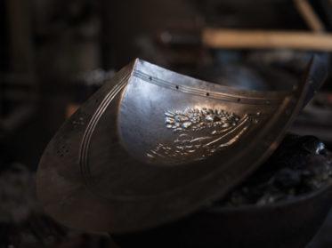Harnische & Helme werden für die Päpstlichen Schweizergarde produziert. © Wolfgang Lehner
